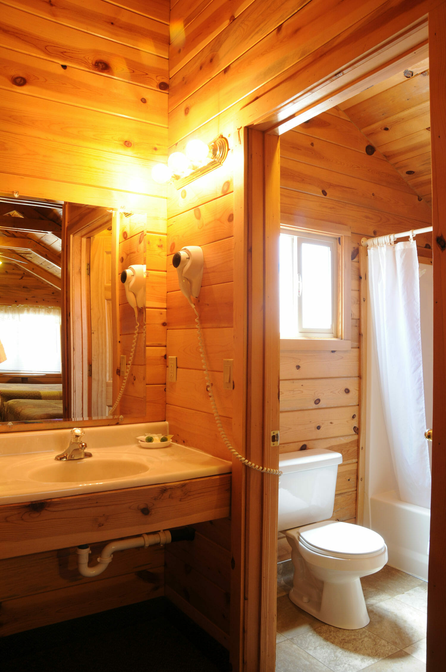 Cabin 2 queens bryce canyon lodging bryce canyon cabins for Bryce canyon cabine occidentali